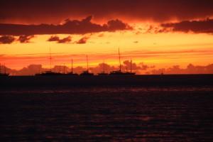 Solnedgång vi ankarplatsen vid Culatra
