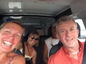 Vår hjälte från dykbutiken som körde mig och Eos till rätt ställe i vår tygjakt.