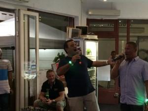 Rickardo och Magnus sjunger My Way. Såklart....