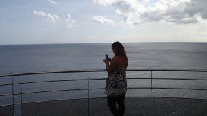 Cornelia beundrar utsikten