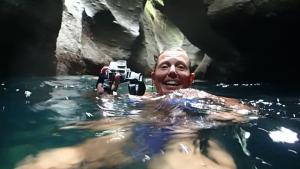 Ska vi simma in här? Mellan dessa klippor??