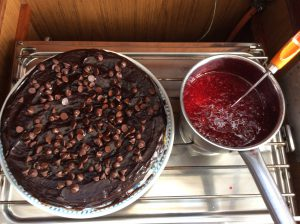 Chokladkaka med hallonsås på Silkes födelsedag