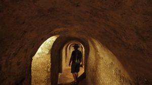 Lagom lång är han i alla fall för att gå i tunnlar